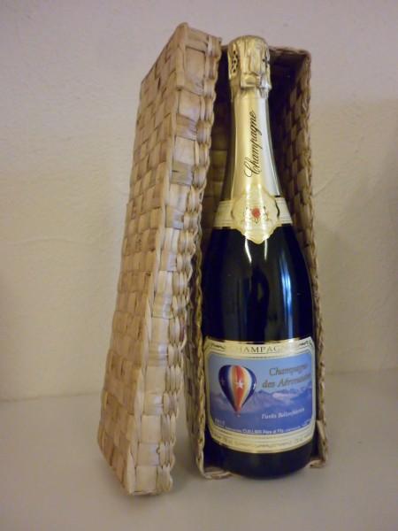 Champagner im geflochtenen Geschenkkorb